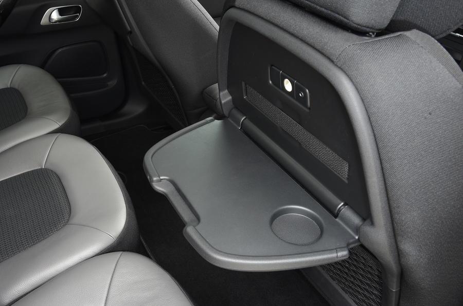 Citroën C4 Grand Picasso folding tables