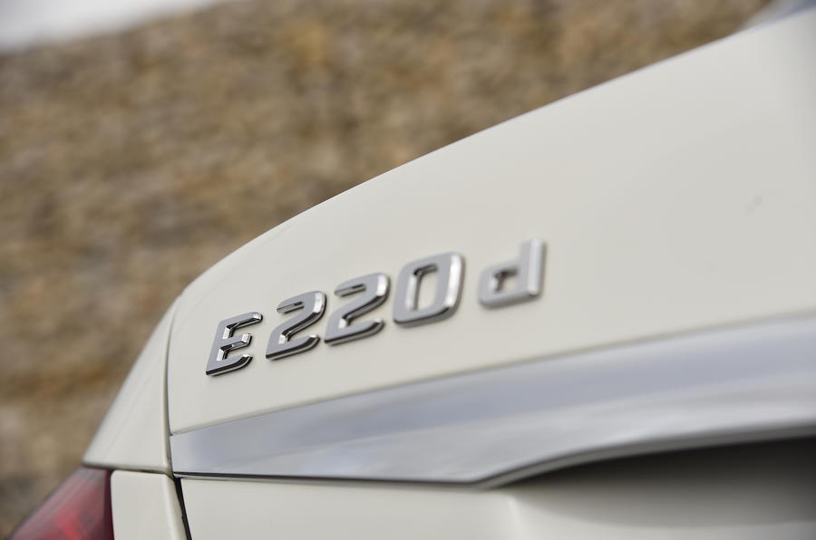 Mercedes-Benz E 220 d badging