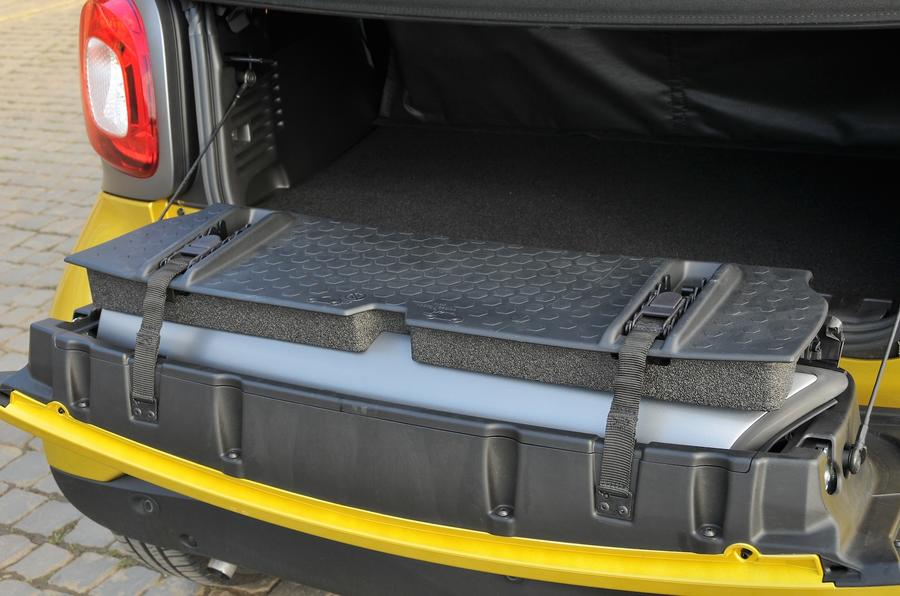 Smart Fortwo Cabrio boot space