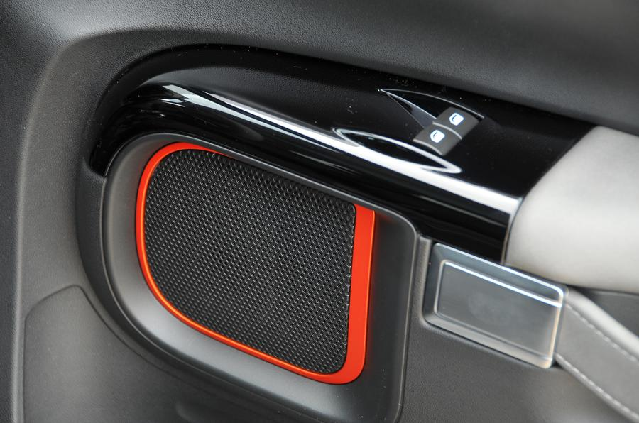 Citroen C4 Cactus Rip Curl door speakers