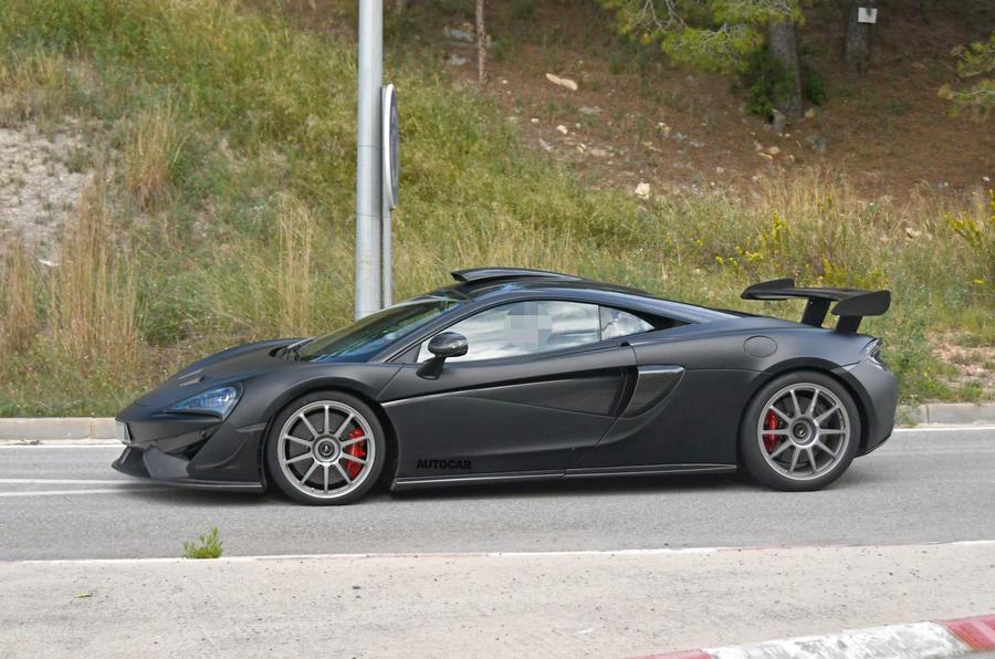 2020 McLaren 620R spy shots