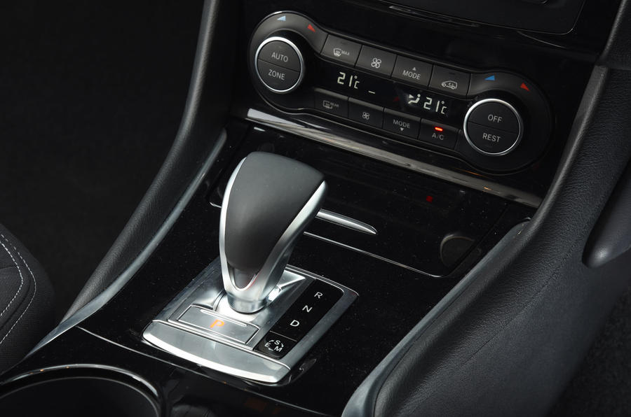 Infiniti Q30 automatic gearbox