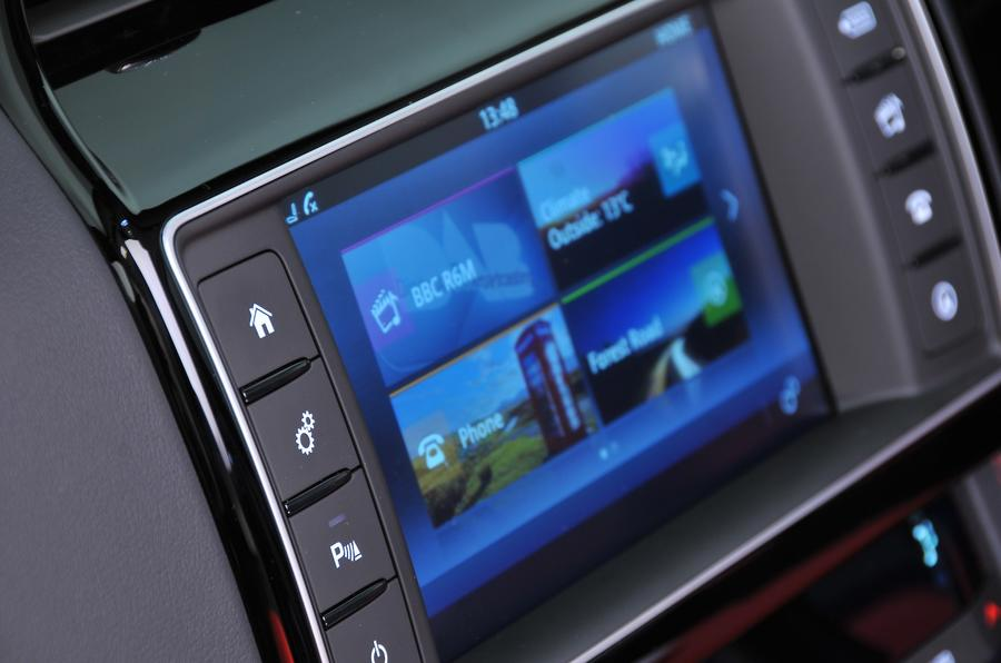Jaguar F-Pace S infotainment screen