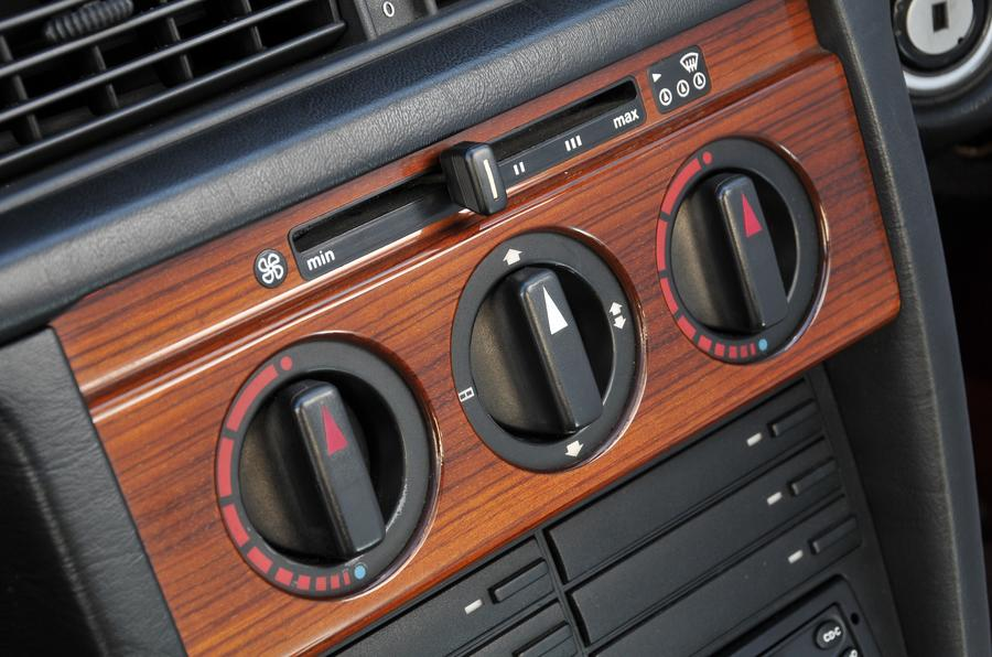 Mercedes 190E air-con controls