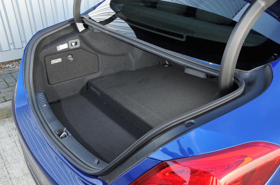 Mercedes-Benz C 350 e boot space