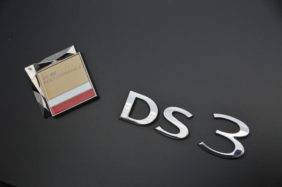 DS 3 Performance Cabrio Badging