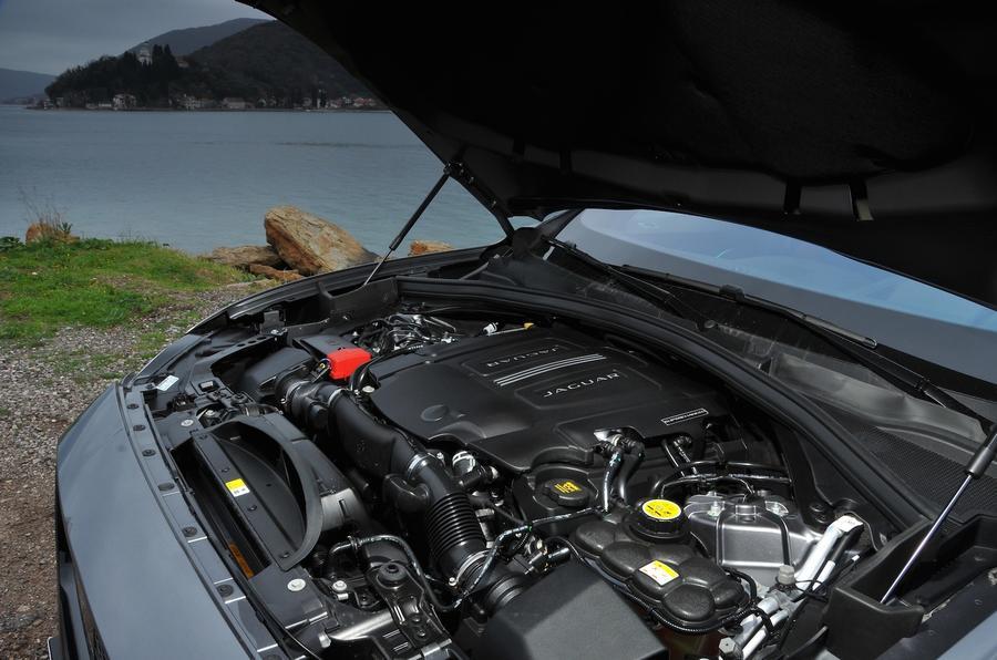 3.0-litre V6 Jaguar F-Pace engine