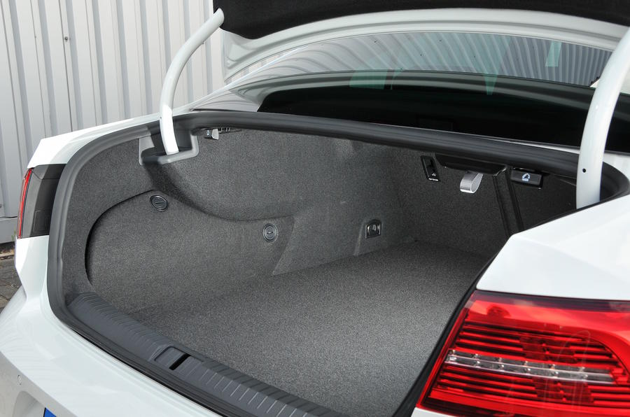 Volkswagen Passat GTE boot space