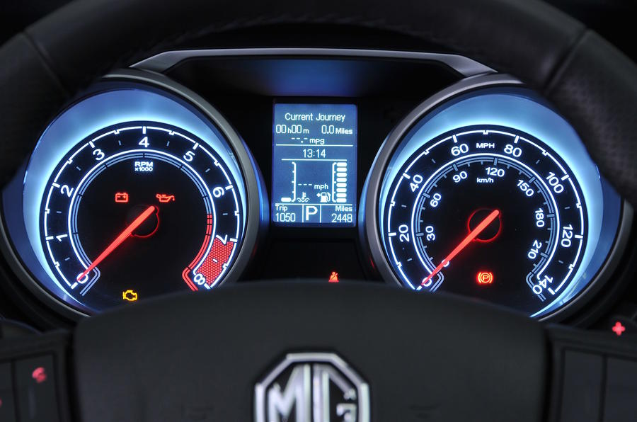 MG GS Exclusive DCT instrument cluster