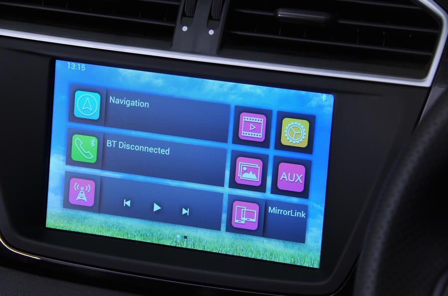 MG GS Exclusive DCT infotainment