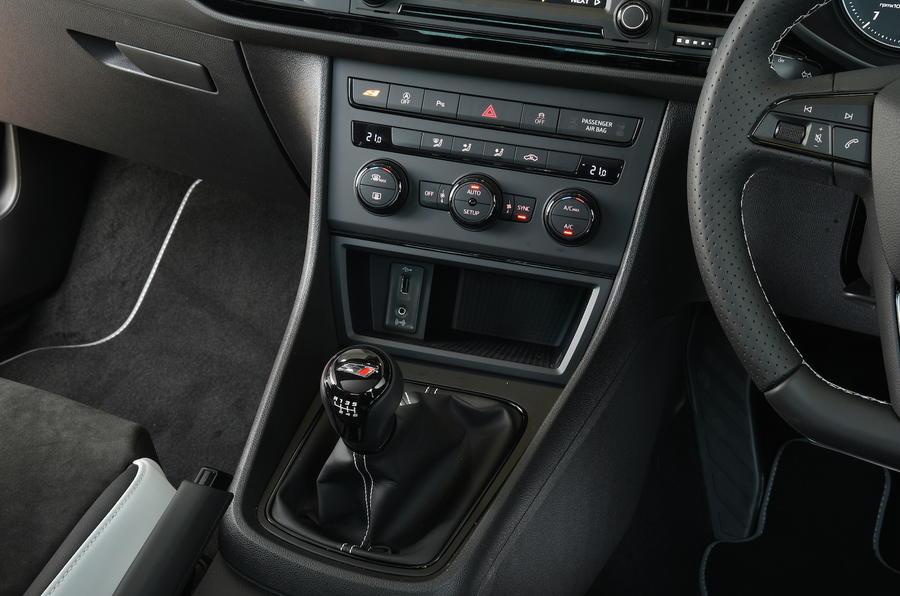 Seat Leon Cupra 290 centre console