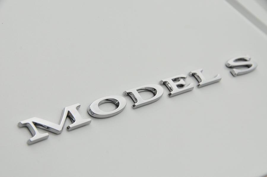 Tesla Model S 60D badging