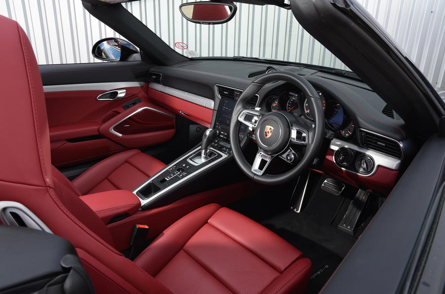 Porsche 911 Turbo Cabriolet dashboard