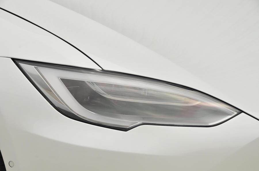Tesla Model S 60D headlights