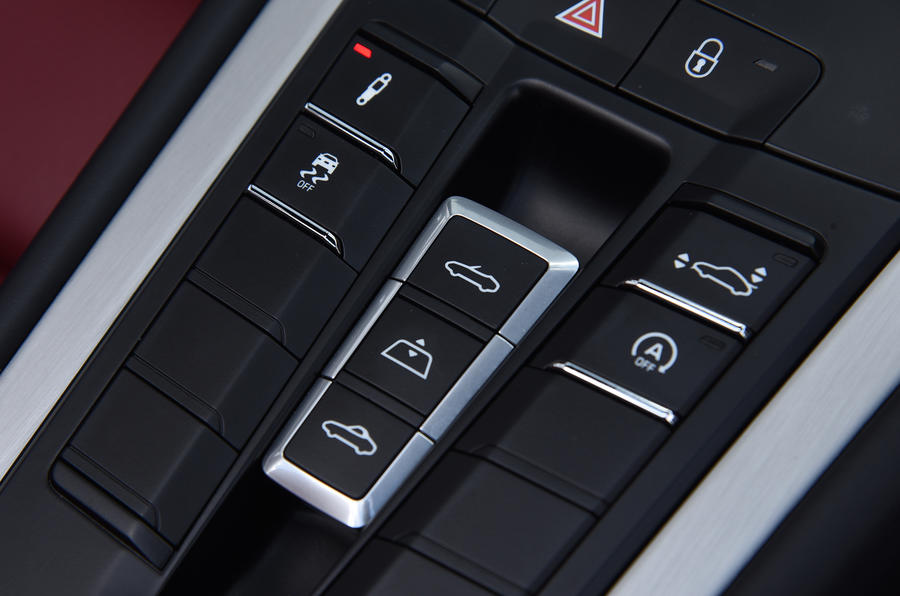 Porsche 911 Turbo Cabriolet roof controls
