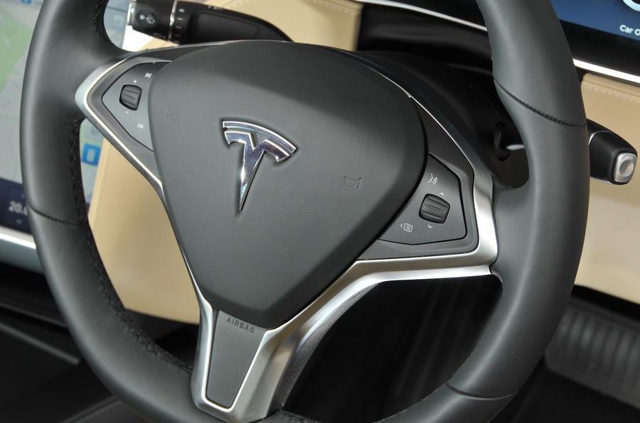 Tesla Model S 60D steering wheel