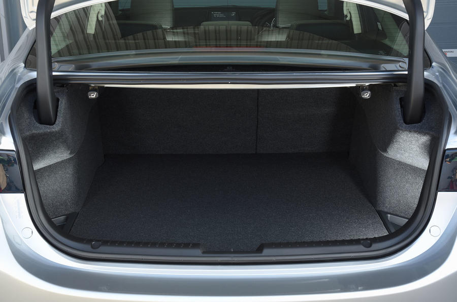 Mazda 6 2.2 boot space