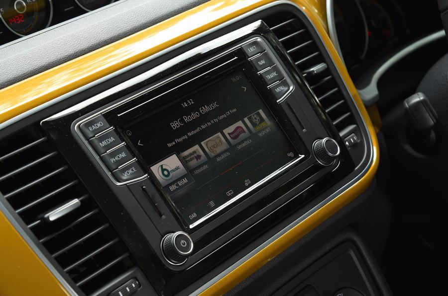 Volkswagen Beetle Dune digital radio