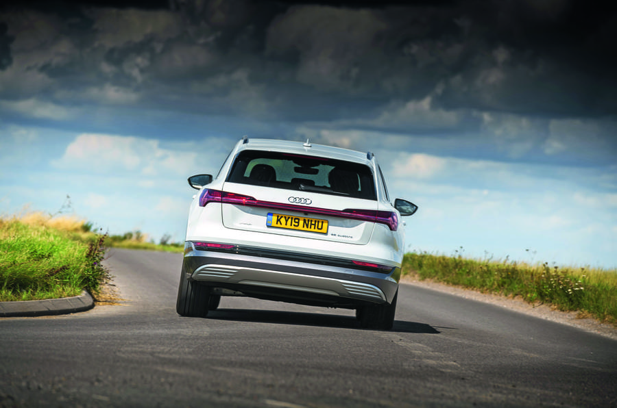 Audi E-tron cornering - rear