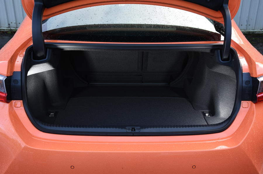 Lexus RC 200t boot space