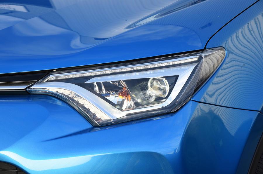 Toyota RAV4 xenon headlights