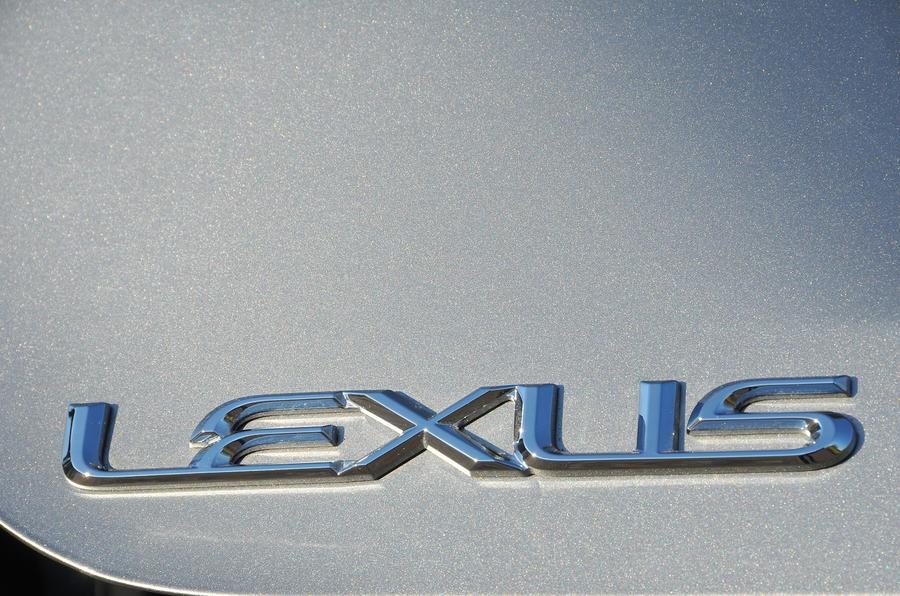 Lexus badging
