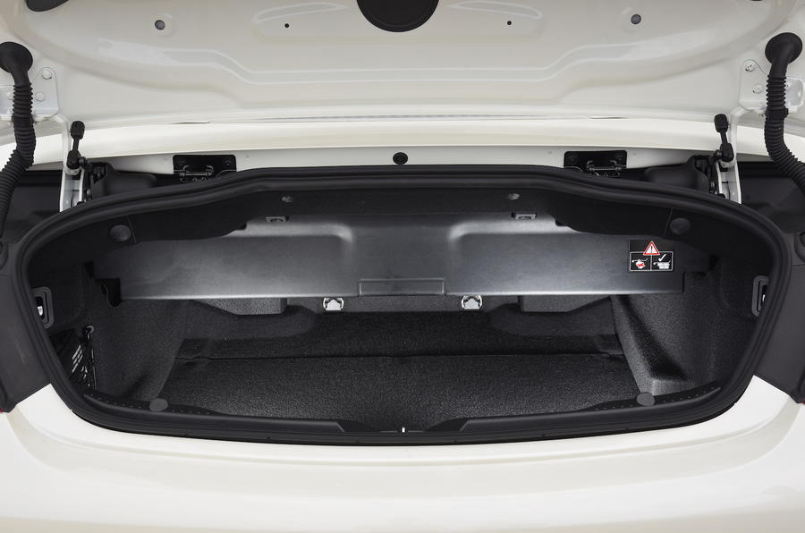 Mercedes-Benz C 220 d Cabriolet boot space