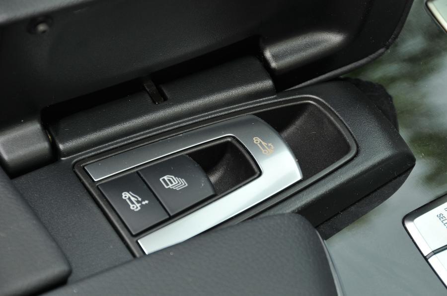Mercedes-Benz SL 400 roof controls