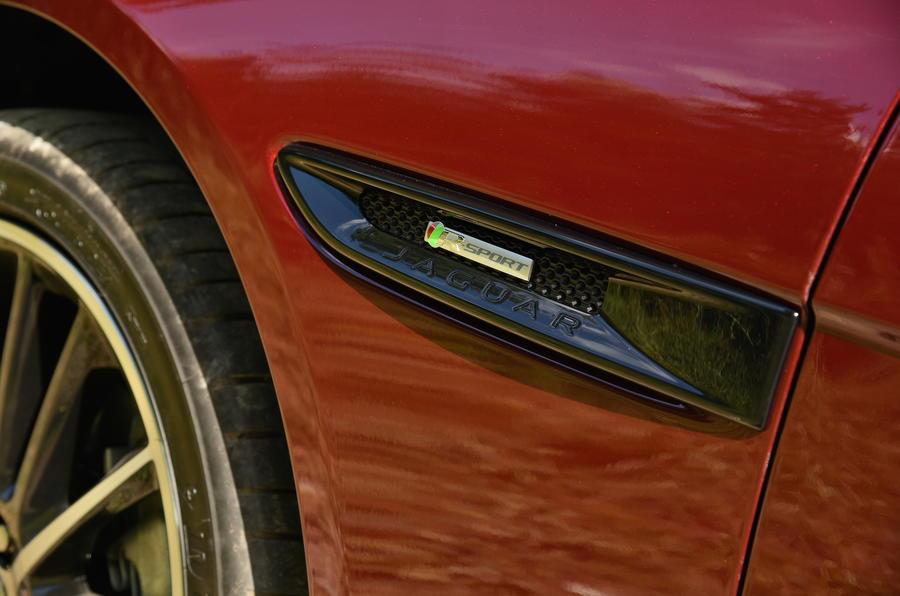 Jaguar XE R-Sport side repeaters
