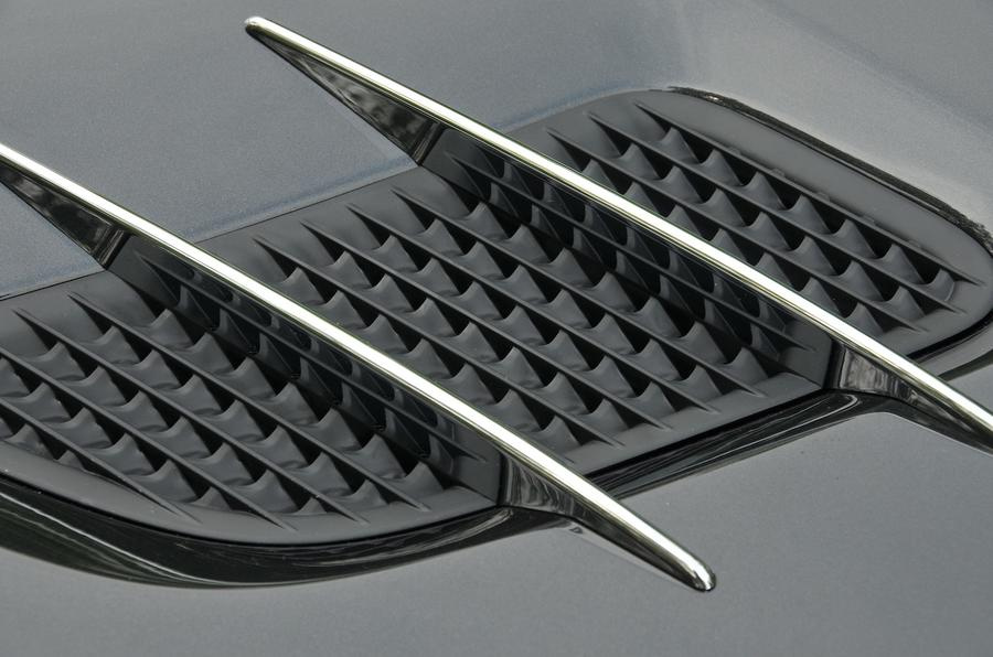 Mercedes-Benz SL400 bonnet vents