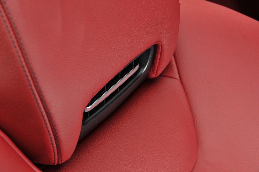 Mercedes-Benz airscarf system