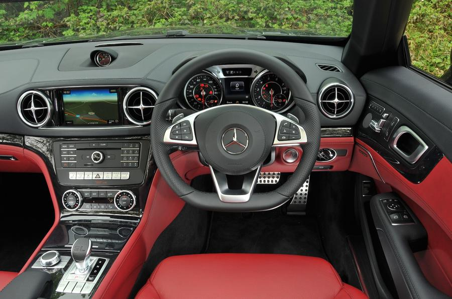 Mercedes-Benz SL 400 dashboard