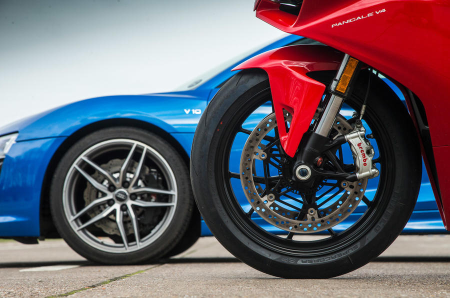 Audi R8 vs Ducati Panigale