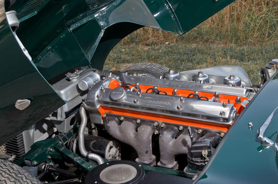 Jaguar E-Type road trip - engine