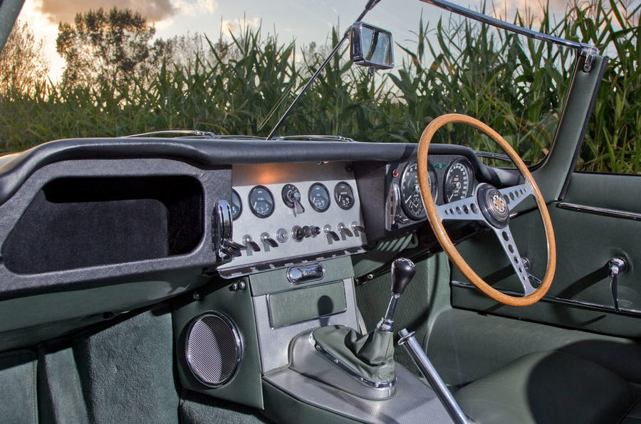 Jaguar E-Type road trip - interior