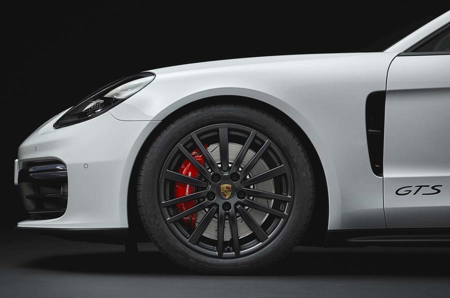 2016 - [Porsche] Panamera II - Page 14 Embargo_00_01_cest_16_october_2018_panamera_gts_wheel_0