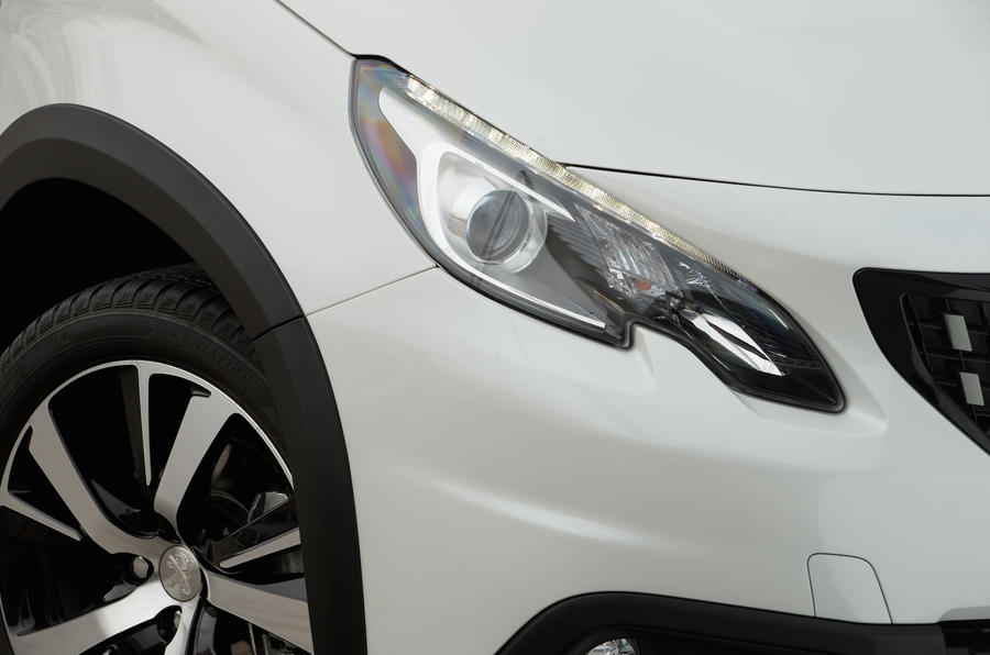 Peugeot 2008 xenon headlights