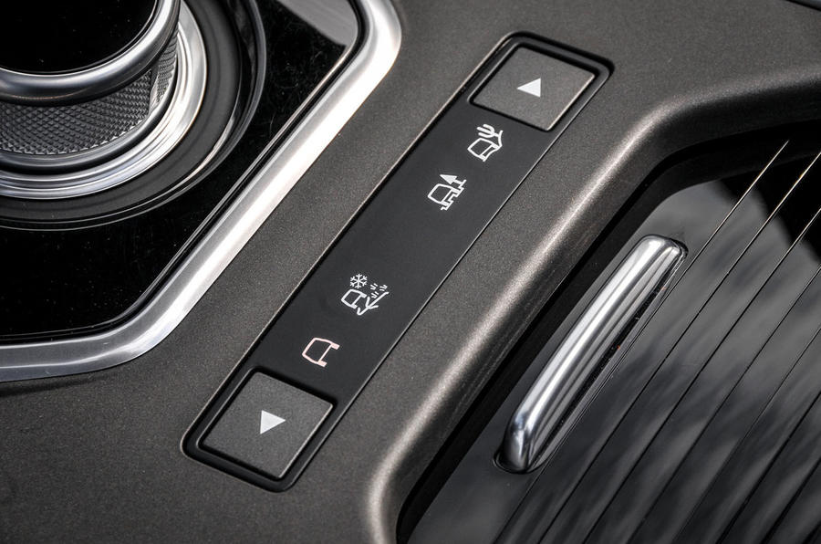Land Rover Evoque Convertible dynamic controls