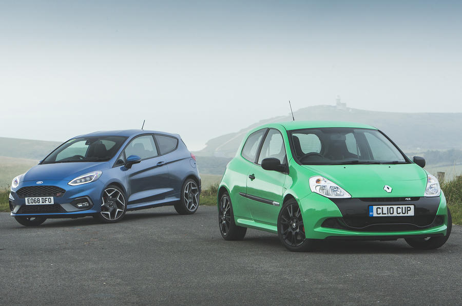 Ford Fiesta ST vs Clio RS 200 - static