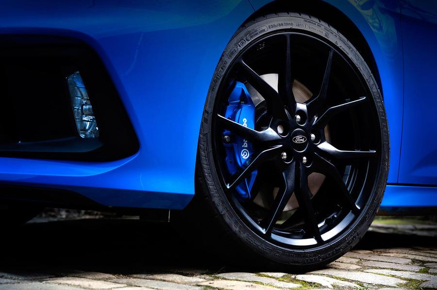 Ford Focus RS black alloys