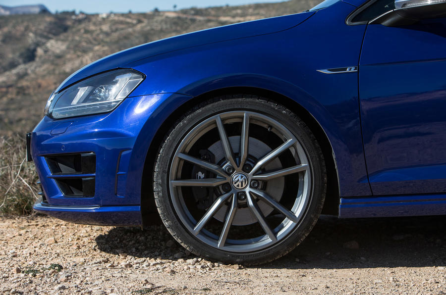 Volkswagen Golf R wheels