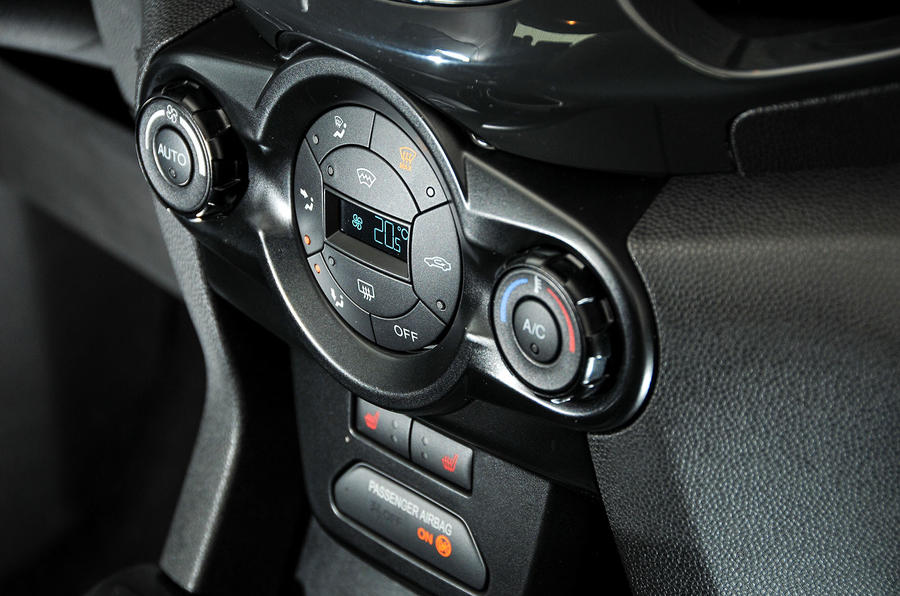 Ford Ecosport climate controls