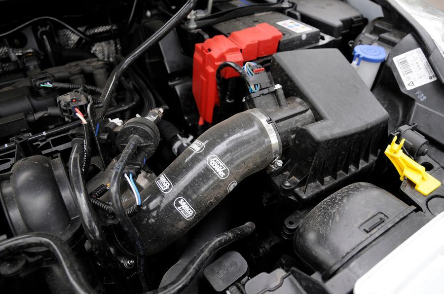 Ford Fiesta Zetec S Mountune engine bay