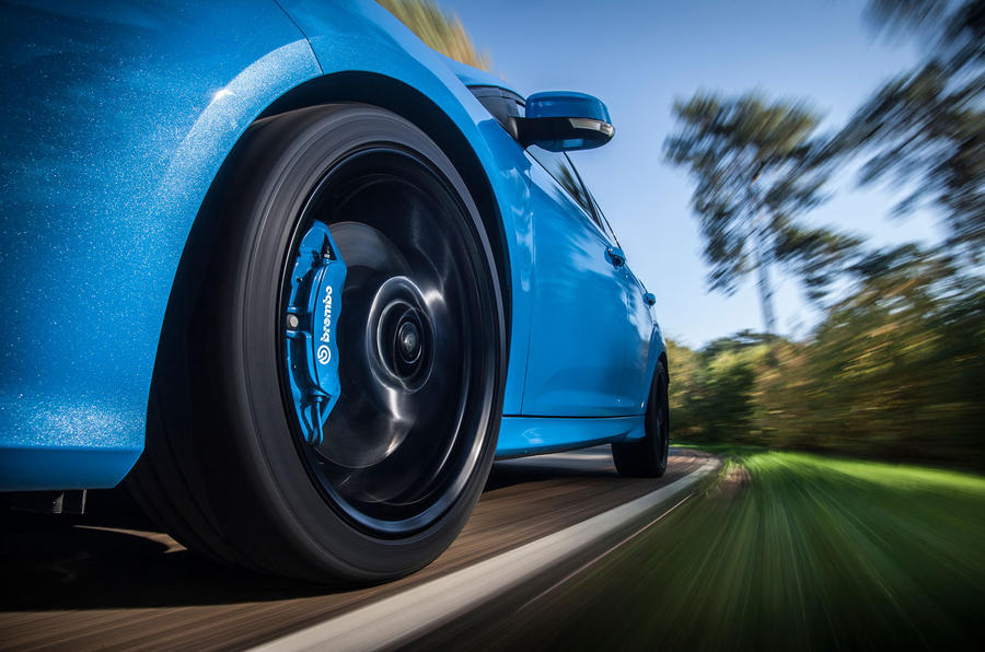 Ford Focus RS blue Brembo brake calipers