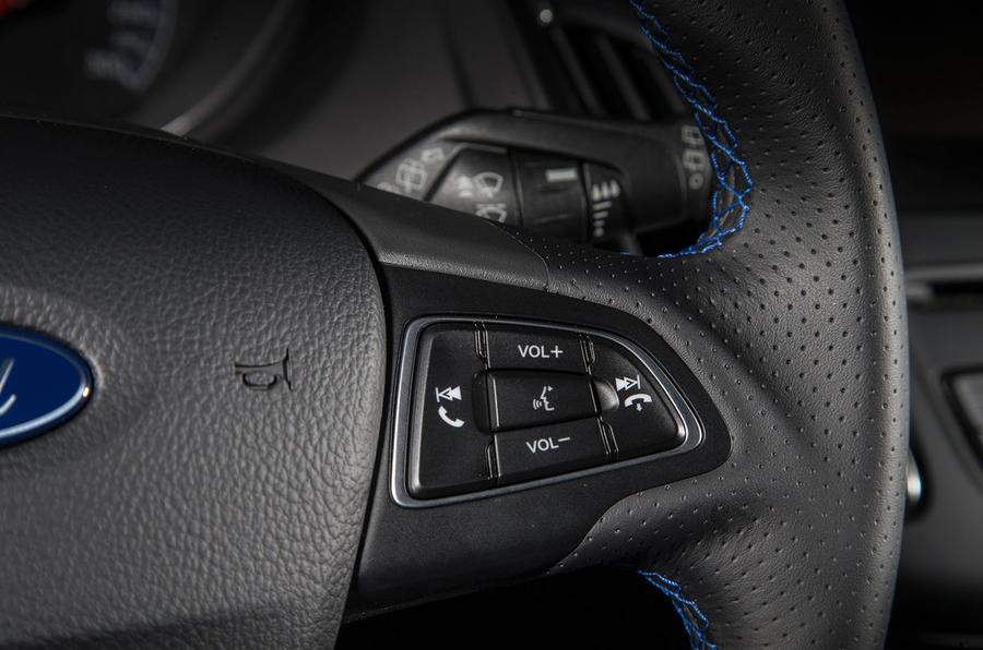 Ford Focus RS steering wheel controls