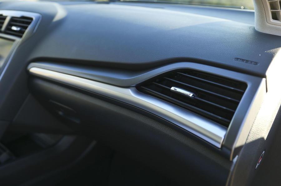 Ford Mondeo air vent