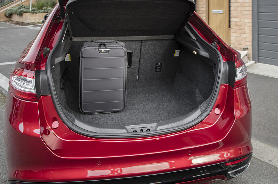 Ford Mondeo ST-Line boot space
