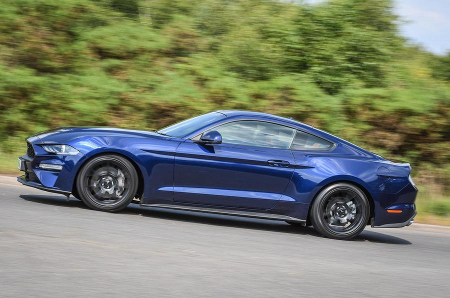 Ford Mustang 4-cylinder 2018 UK first drive review panning
