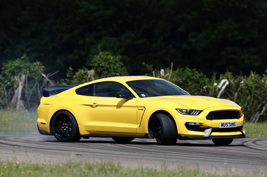 Ford Shelby Mustang GT350R drifting