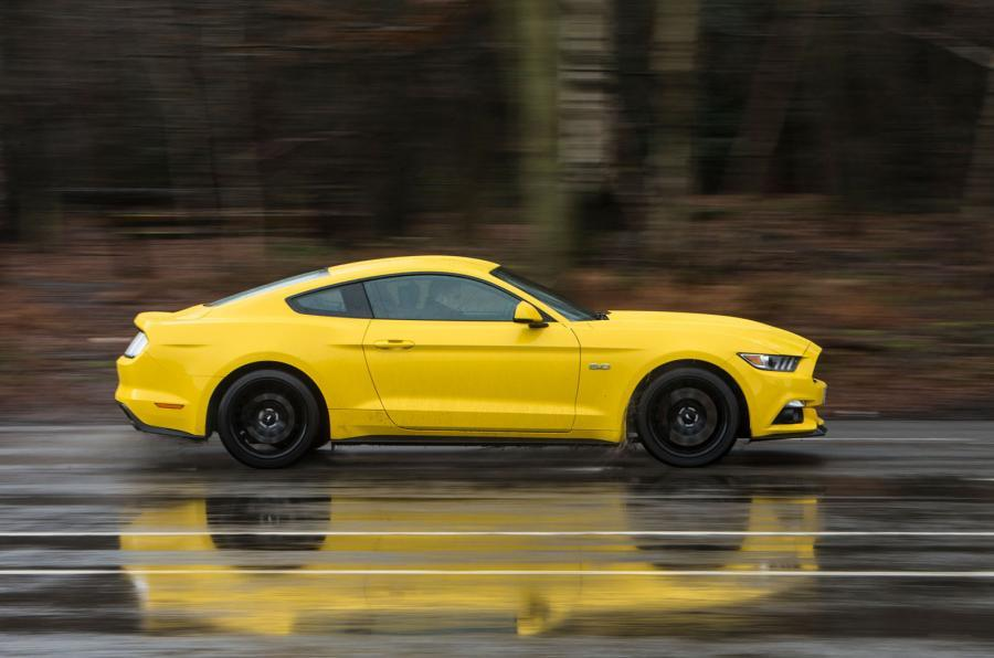 Ford Mustang 2015 tracking side